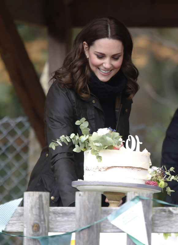 Duchess of Cambridge cutting Sugar Plum Bakes cake