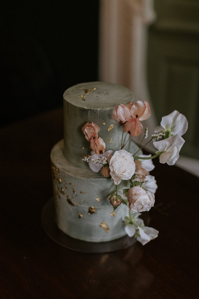 Grey and sage coloured buttercream cake with blush and ivory details with a touch of gold | Sugar Plum Bakes | Maja Tsolo