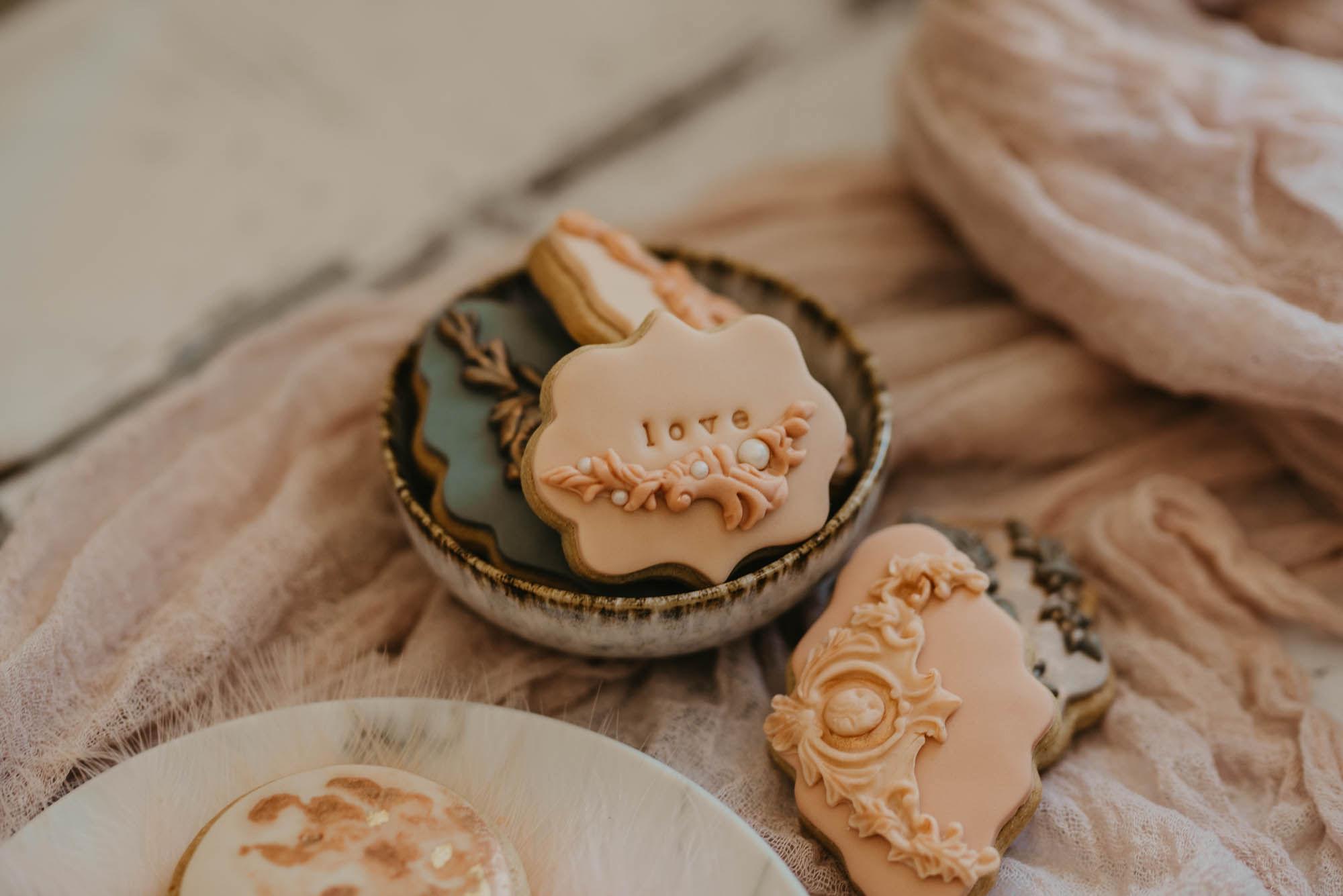 Blush coloured luxury edible wedding favour biscuits | Sugar Plum Bakes | Pierra G Photography