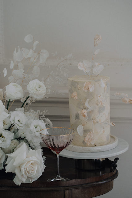 Marble buttercream wedding cake in ivory, peach, taupe and grey | Sugar Plum Bakes | Rachel Takes Pictures